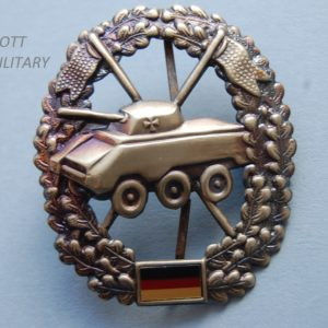 badge with tank within a wreath above the German flag