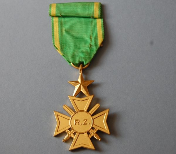Reverse of medal with letters R Z in the centre of the cross