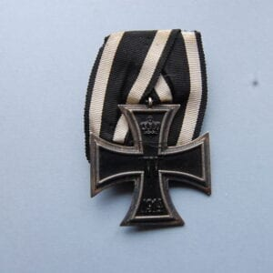 cross with W in centre below a crown and the date 1914 below