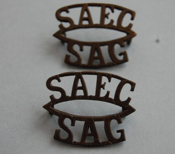 curved shoulder titles reading S.A.E.C/S.A.G.